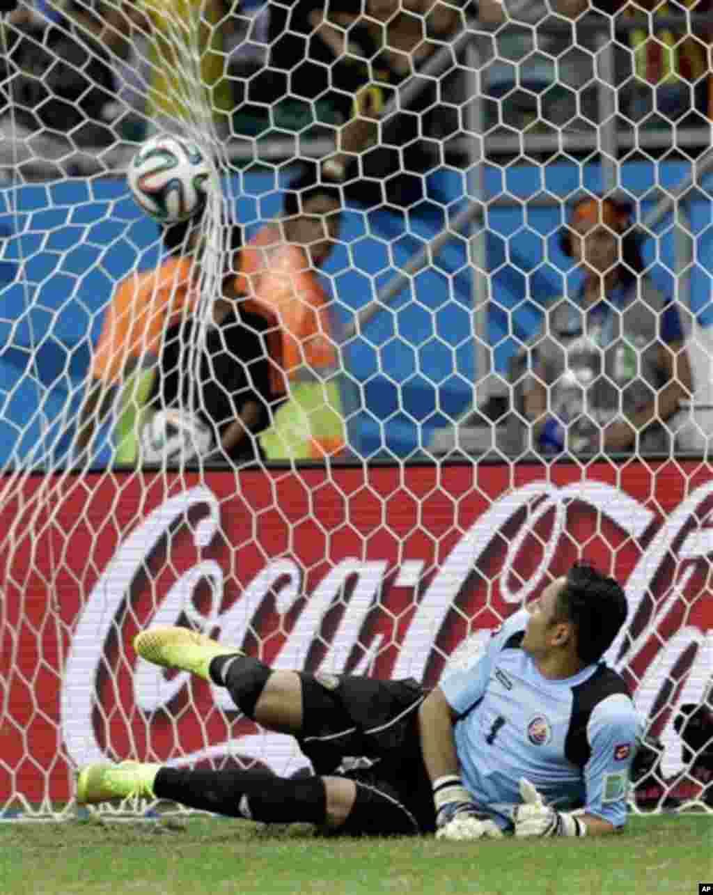 Costa Rica goalkeeper Keylor Navas fails to save a penalty kick after extra time in the World Cup quarterfinal soccer match between the Netherlands and Costa Rica at the Arena Fonte Nova in Salvador, Brazil, Saturday, July 5, 2014. The Netherlands won 4-3