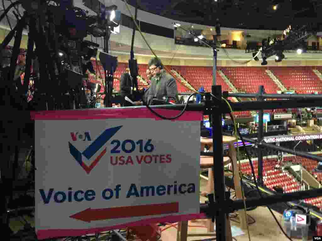 جایگاه صدای آمریکا در محل کنوانسیون دموکراتها