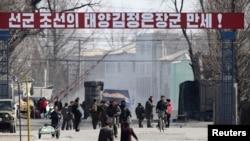 지난 4월 북-중 국경지역인 단둥에서 압록강 너머로 촬영한 북한 신의주. (자료사진)