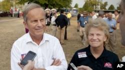 Dân biểu của đảng Cộng hòa Todd Akin và vợ Lulli