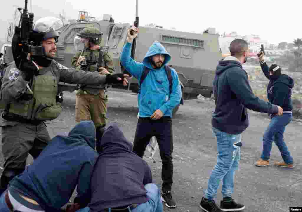 اسلام پسند گروپ 'حماس' کی جانب سے راکٹ فائر کئے جانے کے بعد اسرائیلی فوج نے جمعرات کی صبح فضائی حملوں کا سلسلہ شروع کیا۔