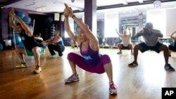 Sebuah kelas latihan cardio di Crunch Gym di Miami Beach, Florida.