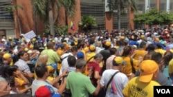 """""""Marcharemos hasta que llegue el cambio"""", dijo el presidente de la Federación de Centros Universitarios de la Universidad Central de Venezuela, Hasler Iglesias."""