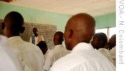 Benguela: Sinidcalista vaiado por não apoiar greve - 1:02