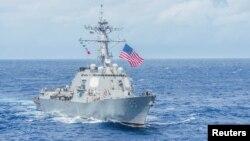 រូបឯកសារ៖ នាវាផ្ទុកដោយមីស៊ីលរបស់កងទ័ពជើងទឹកអាមេរិក USS McCampbell។