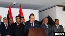 利比亞新總理馬蒂格(中)舉行記者會