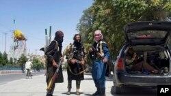 طالبانو د یکشنبې په ورځ د جمهوري ریاست ماڼۍ ونیوله.