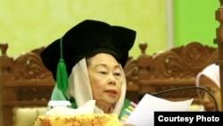 Sinta Nuriyah Wahid menyampaikan pidatonya dalam penganugerahan gelar doktor honoris causa di UIN Sunan Kalijaga, Yogyakarta, 18 Desember 2019. (Foto: Humas UIN Suka)
