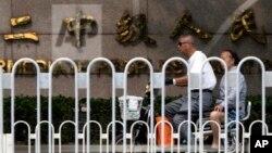 중국 톈진 제2중급인민법원이 3일 민주주의 운동가 후스건 씨에게 국가전복죄에 대한 유죄 처분과 함께 징역 7년 6개월을 선고했다.