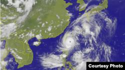 卫星云图显示的台风尼伯特(台湾中央气象台)