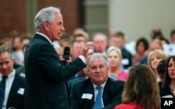 参议员外交委员会主席科克在田纳西州诺克斯维尔的商会发表讲话。(2017年8月16日)