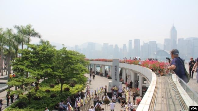 清明節香港各界向六四死難者獻花儀式現場 (美國之音記者申華 拍攝)