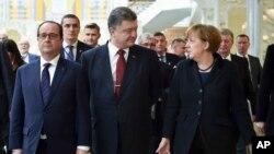 Франсуа Олланд, Петро Порошенко й Анґела Меркель (архівне фото)