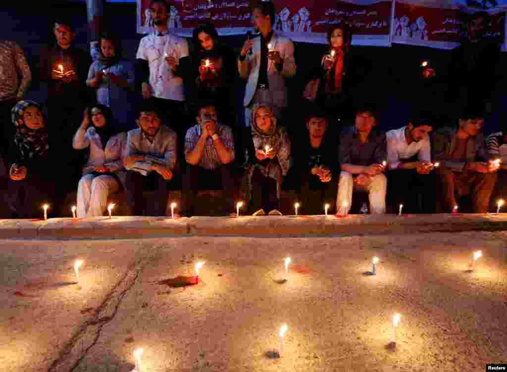 تجمعی به یاد کشتههای دو هفته اخیر انفجارها در کابل.