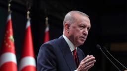 Presiden Turki Recep Tayyip Erdogan berbicara setelah rapat kabinet, di Ankara, Turki, Senin, 11 Oktober 2021. (Foto: Kepresidenan Turki via AP)
