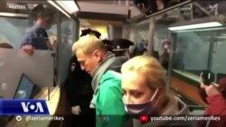 Rusi, me hyrjen në fushatë zgjedhore nisin goditjet ndaj opozitës