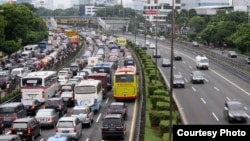 Jalan MT Haryono menuju Pancoran, Jakarta macet total (Foto: dok).