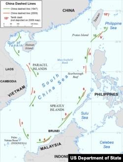 报告所附地图显示中国在南中国海海洋权利主张的差异: 绿色断线出自中国1947年地图; 红色断线出自中国2009年地图