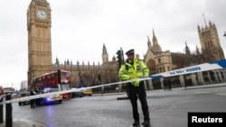 在发生枪击后伦敦警察封锁英国议会广场。(2017年3月22日)