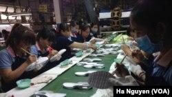 资料照:越南同奈省的一家制鞋厂。