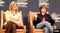 Según el acuerdo, Ariana Huffington, a la izquierda en la foto, será la presidenta y editora de todos los contenidos en AOL y The Huffington Post.