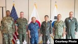 美國、南韓和日本軍事指揮官2017年10月29日在夏威夷會面 (美國海軍照片)