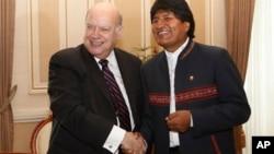 José Miguel Insulza y el presidente boliviano, Evo Morales, en el Palacio Quemado, en La Paz.
