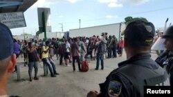 Migrants cubains autorisés à entrer à Porto Rico, poste frontière panaméen de Pasos Canoas, 13 avril 2016