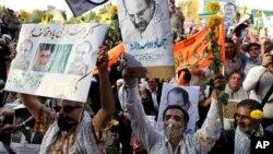 12일 이란 테헤란에서 무하마드 바르크 칼리바프 대통령 후보 지지자들이 지지 유세를 벌이고 있다.