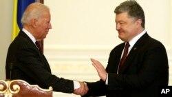 Джо Байден та Петро Порошенко у січні 2017-го року