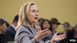 Menteri Luar Negeri AS Hillary Clinton memberitahu komisi Kongres soal kemajuan dalam pembicaraan nuklir Korea Utara (29/2).