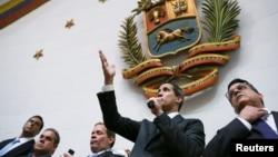 Le président de l'Assemblée nationale et chef de l'opposition du Venezuela, Juan Guaido, lors d'une session parlementaire à Caracas, le 7 janvier 2020. (REUTERS/Fausto Torrealba)