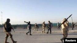 Lực lượng an ninh Afghanistan tại hiện trường vụ tấn công, ngày 2/12/2012.