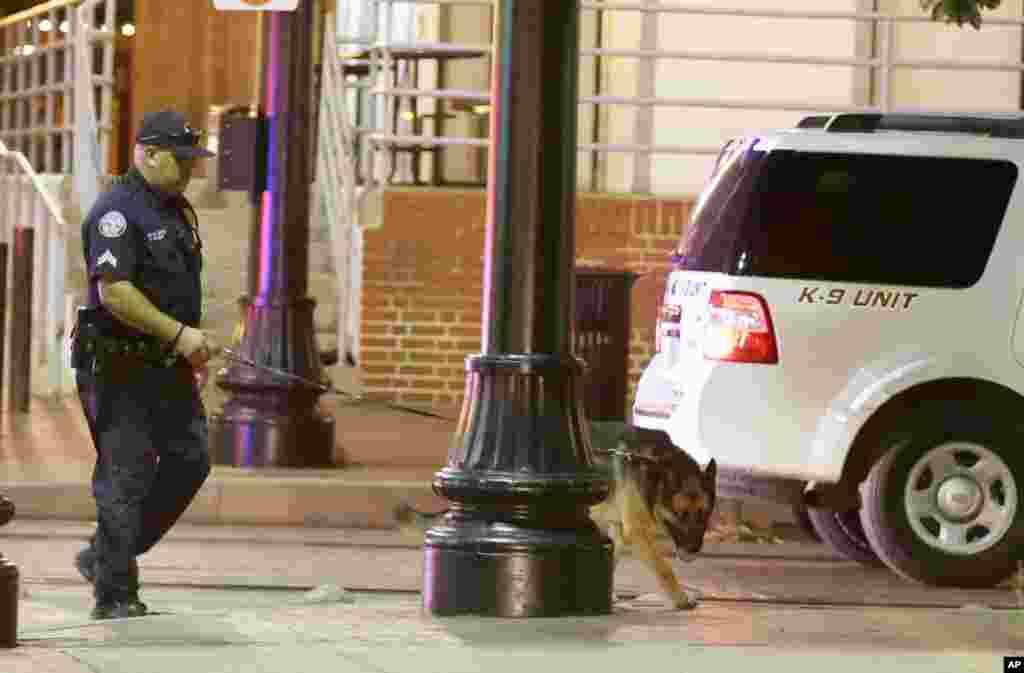 عکس هایی از تیراندازی به سوی پلیس در دالاس تگزاس، پنج پلیس دست کم کشته شدند.