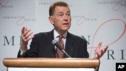 Francisco Ayala prihvaća nagradu Templeton 2010, za njegova postignuća u jačanju životne duhovnosti