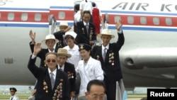 "Veteran perang Korea Utara tiba di Pyongyang untuk menghadiri perayaan peringatan ""Hari Kemenangan"" dalam Perang Korea yang jatuh tanggal 27 Juli (26/7). (Foto: REUTERS/KCNA )"
