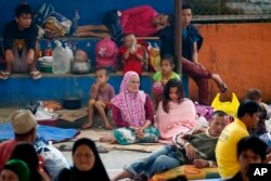 Displaced Marawi City residents rest at an evacuation center in Saguiaran township, Lanao del Sur province, May 28, 2017, in southern Philippines. Tens of thousands of residents are now housed in different evacuation centers as government troops fight to push Islamic State-linked rebels from the city.