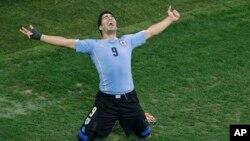 烏拉圭隊憑蘇亞雷斯(圖)的兩個入球,以二比一擊敗英格蘭隊。