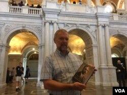 Упорядник каталогів Бібліотеки Конгресу США Юрій Добчанський з монографією про Никифора Григорієва