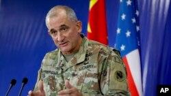 美军太平洋陆军司令罗伯特·布朗2016年11月18日在云南昆明出席美中救灾联合演练后举行的记者会。