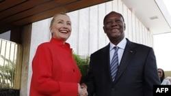 Государственный секретарь США Хиллари Клинтон c президентом Кот-д'Ивуара Алассана Уаттарой