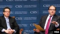 시드니 사일러 미국 백악관 국가안보회의(NSC) 한반도 담당 보좌관(오른쪽)이 21일 미 전략국제문제연구소(CSIS)에서 열린 행사에서 빅터 차 전 보좌관의 질문에 답변하고 있다.