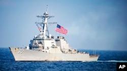 """美國海軍一艘導彈驅逐艦""""斯坦塞姆號""""駛入南中國海"""