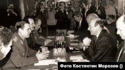 Костянтин Морозов у якості міністра оборони України на першій зустрічі з генеральним секретарем НАТО Манфредом Вернером у Києві 23 лютого 1992 р.
