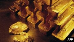 Цена на золото вновь растет