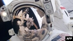 «Гонка» в космосе эффективнее «рукопожатий»