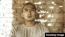 中国诗人王藏(资料图片)