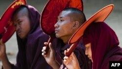 Các Phật tử Myanmar trong một cuộc biểu tình của sinh viên và Phật tử tại Letpadan, khoảng 130 km (80 dặm) về phía bắc của thành phố Yangon, Myanmar, ngày 06/3/2015.
