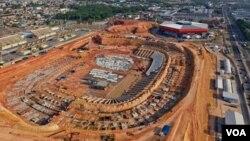 Arena da Amazonia, salah satu stadion yang akan digunakan untuk pertandingan-pertandingan Piala Dunia 2014 dan sedang direnovasi di Manaus, Brazil (foto: dok).