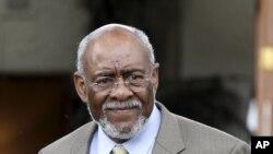 Johnnie Carson, Secretário de Estado Assistente para os Assuntos Africanos, chefia uma delegação americana de alto nível a Maputo.